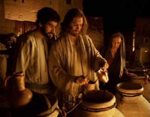 Jesus-convierte-el-agua-en-vino