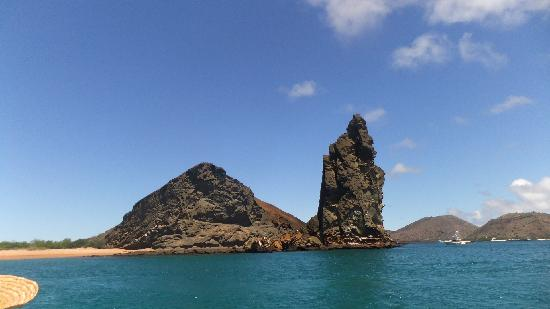 roca-pinaculo-isla-bartolome
